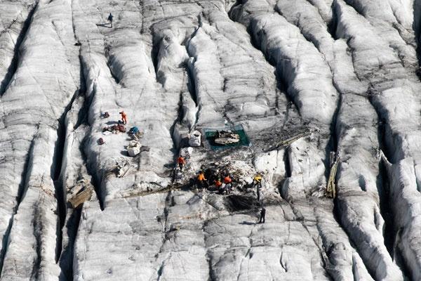 II. Dünya Savaşı'ndan hemen sonra İsviçre Alpleri'ne düşen Amerikan savaş uçağı, Gauli Buzulu'nda 72 yıl sonra bulundu.