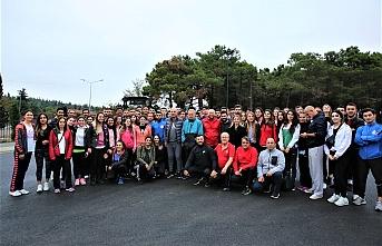 Ümraniye Belediye Başkanı İsmet Yıldırım, Millet Bahçesi'nde Gençlerle Spor Yaptı