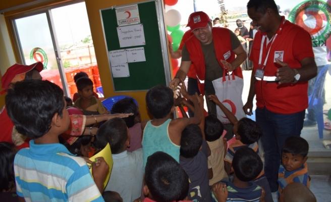 Kızılay, Arakanlı Müslümanlara 1000 adet gıda kolisi dağıttı