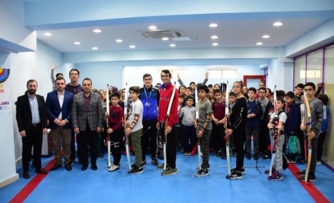 Milli Okçu Mete Gazoz Üsküdar Belediyesi Spor Söyleşilerinin Konuğu Oldu
