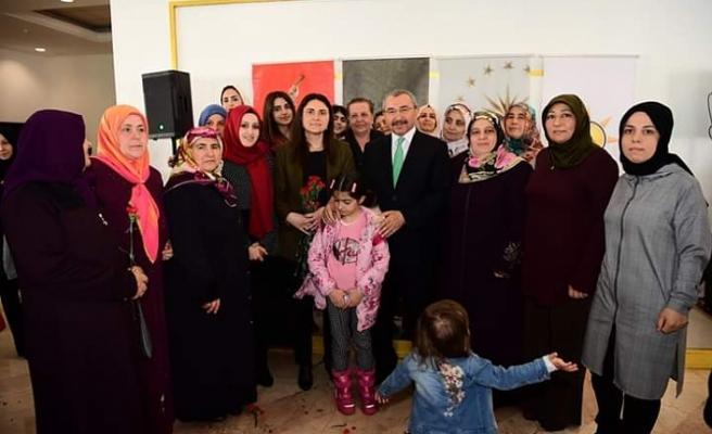 İsmail Erdem Ataşehirli Kadınların Dünya Kadınlar Günü'nü Kutladı