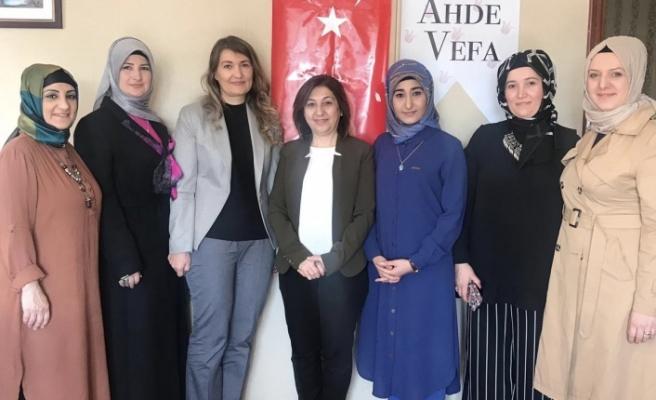 Kadınlar günü programında Sibel Sarıhan'a Ahde Vefa