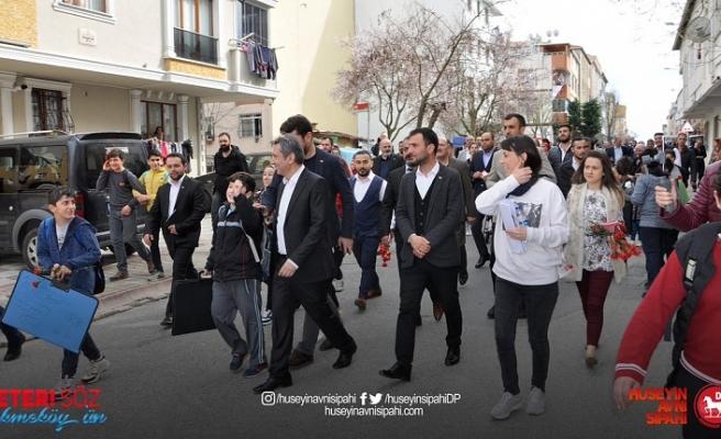 Sipahi, Çekmeköy'de Esnaf ve Vatandaşın Yoğun İlgisiyle Karşılaşıyor