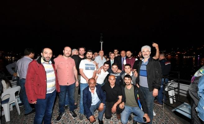 Üsküdar Belediye Başkanı Hilmi Türkmen Taksiciler ile Valide Sultan Gemisi'nde Sahur Yaptı