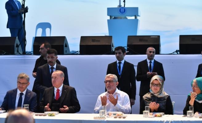 Üsküdar'da 100 Bin Kişilik İftarda Cumhurbaşkanı Erdoğan Süprizi