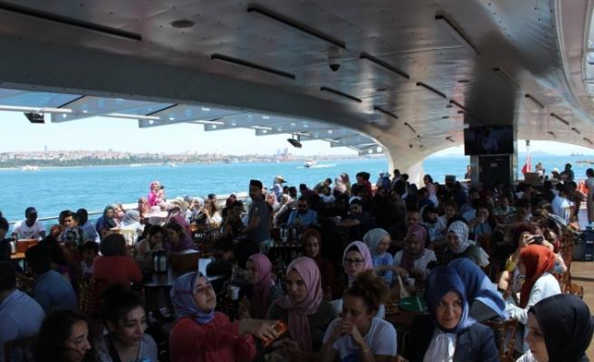 130 Ülkeden 600 Genç Üsküdar Valide Sultan Gemisi'nde Buluştu