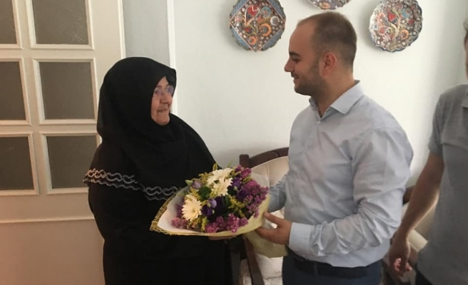 Ümraniye'de Altınlarını Düşüren Yaşlı Kadına Umre Müjdesi Flyanka Turizm'den Geldi