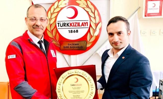 Türk Kızılayı'ndan Taner Akkuş'a teşekkür plaketi