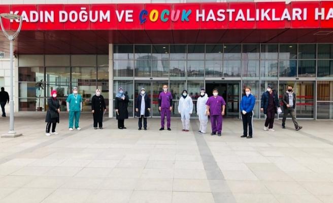 Ak Parti Ümraniye Kadın Kollarından Sağlık Çalışanlarına Anlamlı Destek