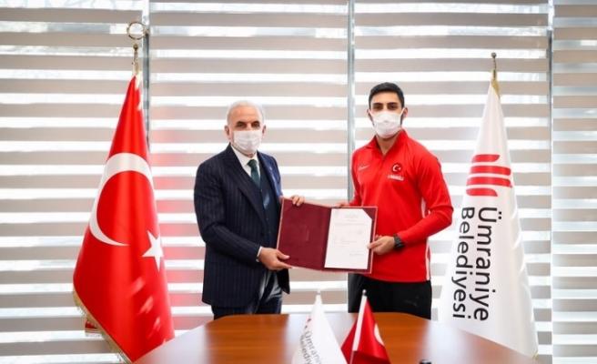 Dünya Şampiyonu Alpaslan Yamanoğlu Ümraniye Belediyesi'ne Transfer Oldu