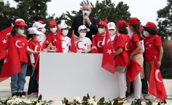 Çamlıca Tepesi'ne dev Türk bayrağı!