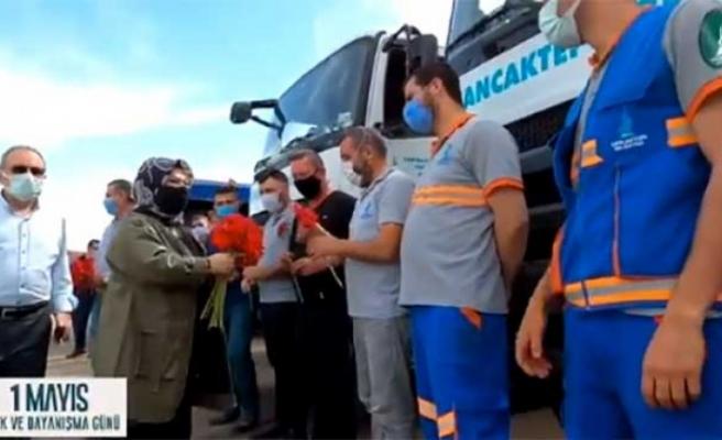 Şeyma Döğücü, belediye işçilerinin bayramını kutladı