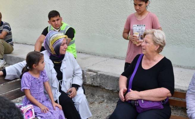 Sancaktepe Belediye Başkanı Şeyma Döğücü yaraları sarmaya gitti