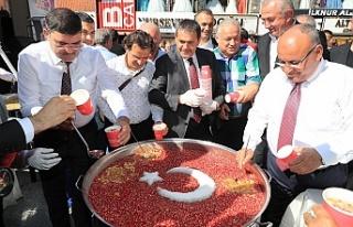 Ümraniye Belediyesi Binlerce Kişiye Aşure İkram...
