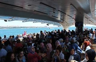 130 Ülkeden 600 Genç Üsküdar Valide Sultan Gemisi'nde...