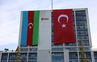 Ümraniye Belediyesi'nden Azerbaycan'a Bayraklı...
