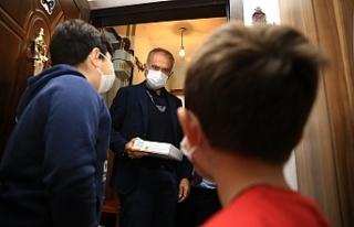 Çekmeköy'de Tablet Dağıtım Ekibinde Başkan...