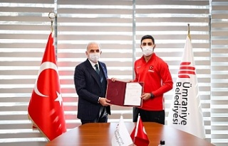 Dünya Şampiyonu Alpaslan Yamanoğlu Ümraniye Belediyesi'ne...