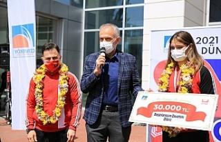 Başkan Poyraz'dan Çekmeköy'lü Milli sporcuya...