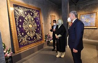"""Emine Erdoğan """"Kalbe Dokunan İlmek"""" Sergisini..."""