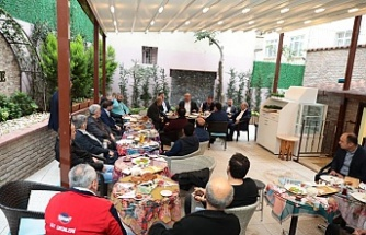 Başkan Hasan Can Atatürk Mahallesi Bölge Esnafı İle Bir Araya Geldi