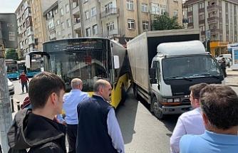 Ümraniye'de Maddi Hasarlı Trafik Kazası