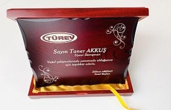 Türkiye Engelliler Vakfı'ndan Taner Akkuş'a Anlamlı Plaket