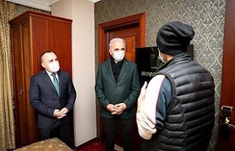 Ümraniye Belediye Başkanı İsmet Yıldırım ve Kaymakam Cengiz Ünsal Misafir Edilen Evsizleri Ziyaret Etti