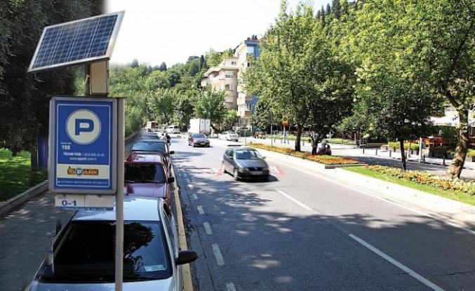 İSPARK Otopark tabelaları güneş ile aydınlanıyor