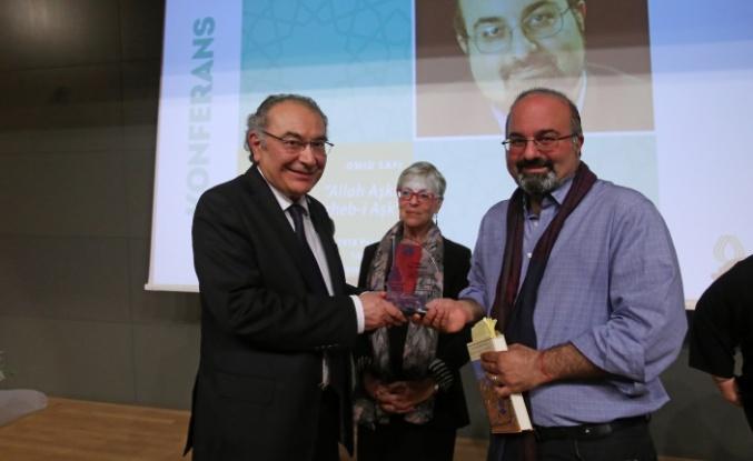 """Prof. Omid Safi, ilahi aşkı anlattı """"Aşk bir usturlaptır, yolumuzu bulmamızda yardımcı olur"""""""