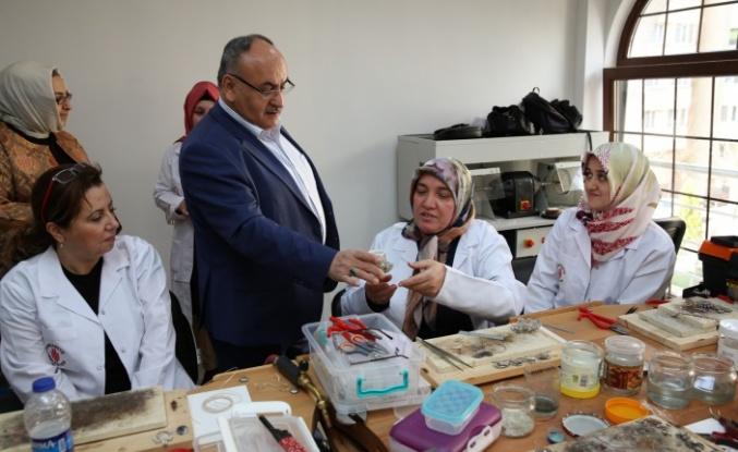 Ümraniye Belediyesi Meslek Edindirme Kursları Yoğun İlgiyle Başladı