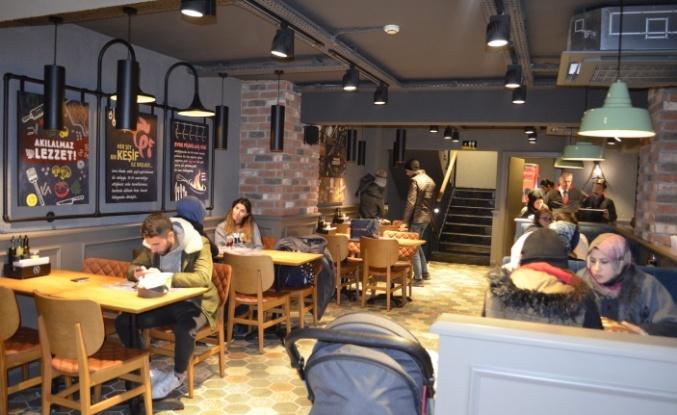 Tavuk Dünyası Ümraniye'de ki yeni restoranını hizmete açtı