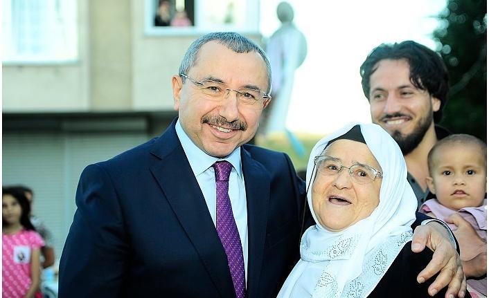 Ataşehir Halkından AK Parti Belediye Başkan Adayı İsmail Erdem'e Büyük Destek