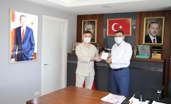 AK Parti Ümraniye İlçe Başkanı ve Kadın Kolları Başkanı Kurban Bağışını Kızılay'a Yaptı